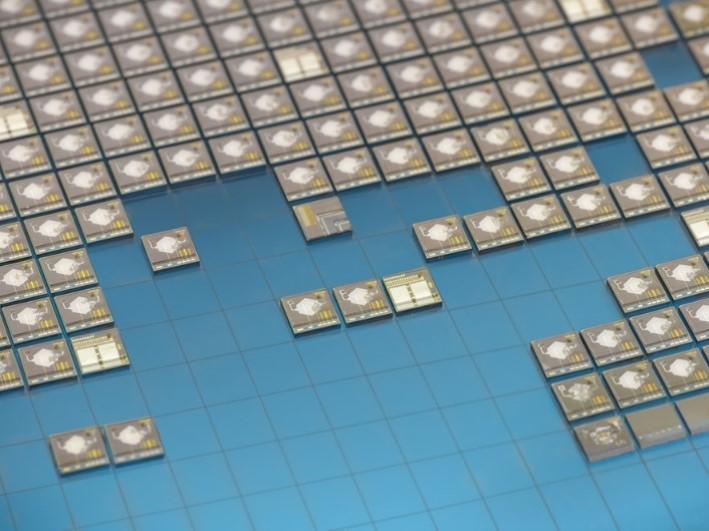 Sensors fabricats amb tecnología microelectrónica per a mesurar la qualitat de les begudes